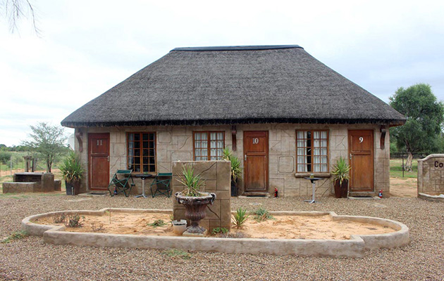 Cornwall Safari Lodge, Safaris Tours Botswana, Guest Lodges Botswana, Hunting Safaris, 4 x 4 tours, eco-safaris, botswana accommodation